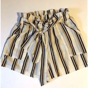 NWOT SHEIN Scrunched Waist Shorts With Bow…